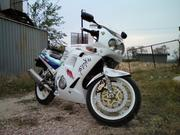 Продаю  мотоцикл Yamaha FZR-250 R